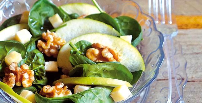 Insalata di spinaci, mela verde e noci