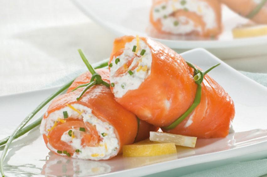 🍽 Involtini di salmone affumicato con formaggio ed erba cipollina 🍽